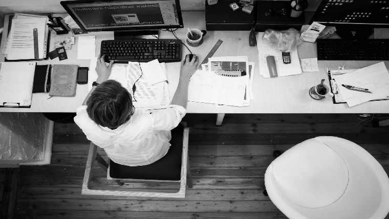 家族が自分を必要としてくれているのに、仕事が終わらなくて帰れないと判断させてしまったのは上司と会社の雰囲気の責任
