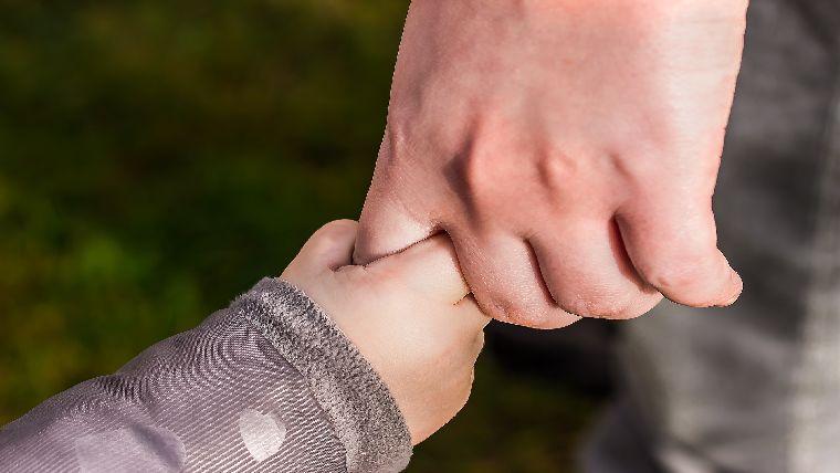 仕事が忙しく普段子供と一緒の時間が取れない人こそ、仕事より家族を優先してほしい